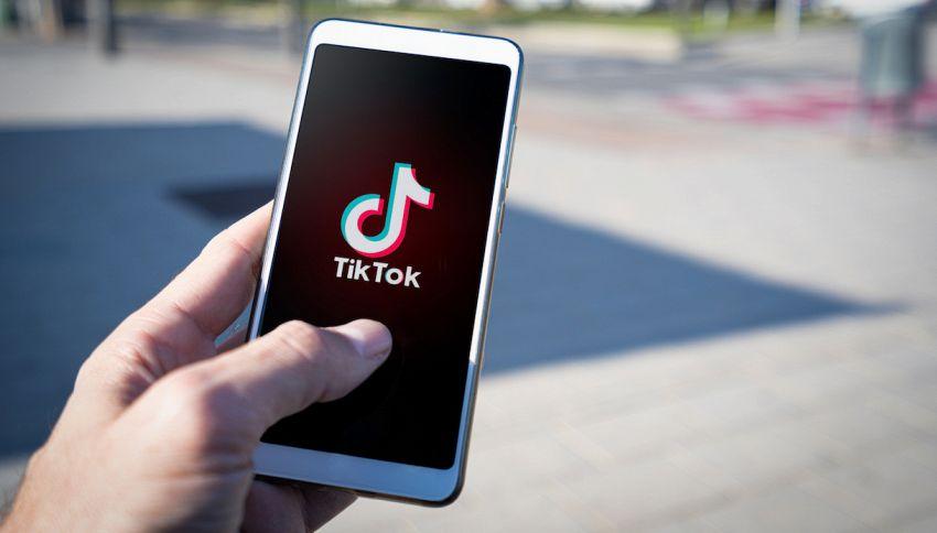 TikTok, ingegneria contro scuola di moda: il web si indigna