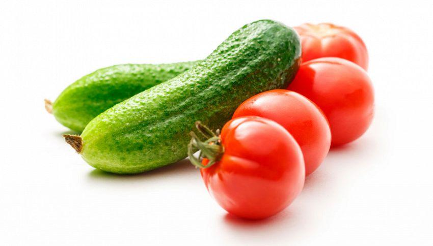 Metti i cetrioli in frigo vicino ai pomodori? Stai sbagliando