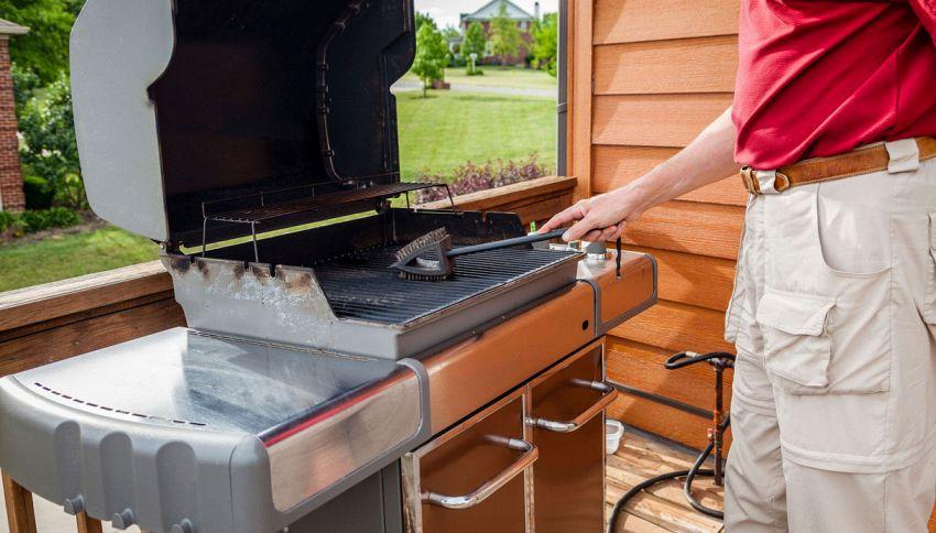 Come pulire la griglia del barbecue? Usa questa verdura
