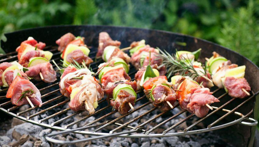 Cuoci gli spiedini sul barbecue? Stai sbagliando