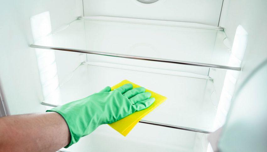 Come pulire l'interno del frigorifero? Usa la lavastoviglie!