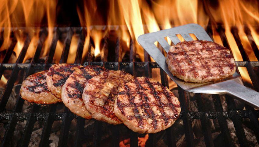 Hamburger alla griglia, la prova per vedere se è cotto