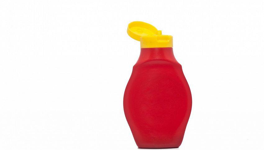 Non buttare via la bottiglia di ketchup, puoi usarla così