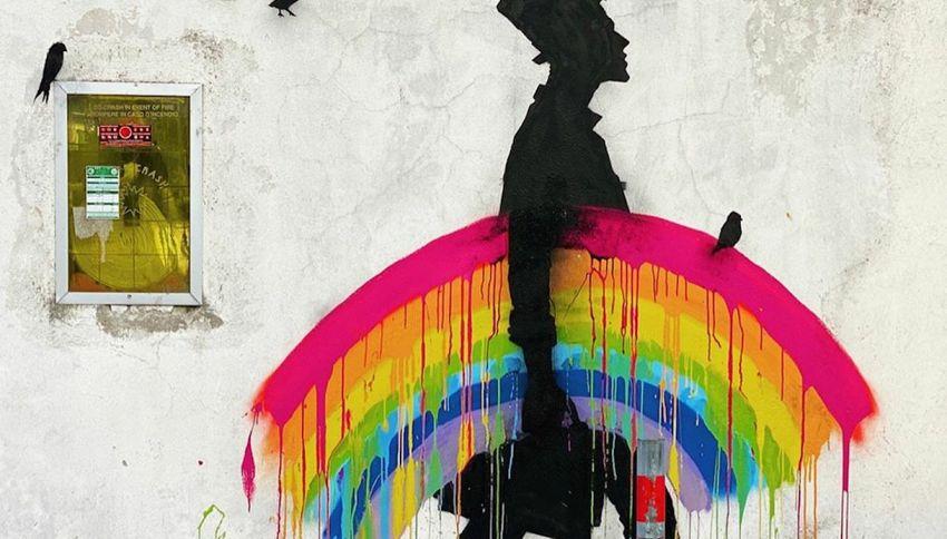 Un uomo e il suo arcobaleno: il murale incanta l'Italia