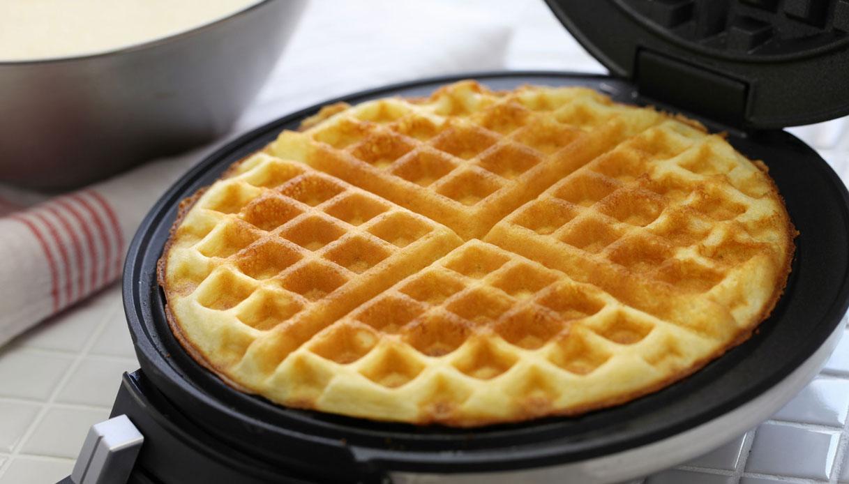 Piastra per waffle, il trucco per pulirla senza fatica