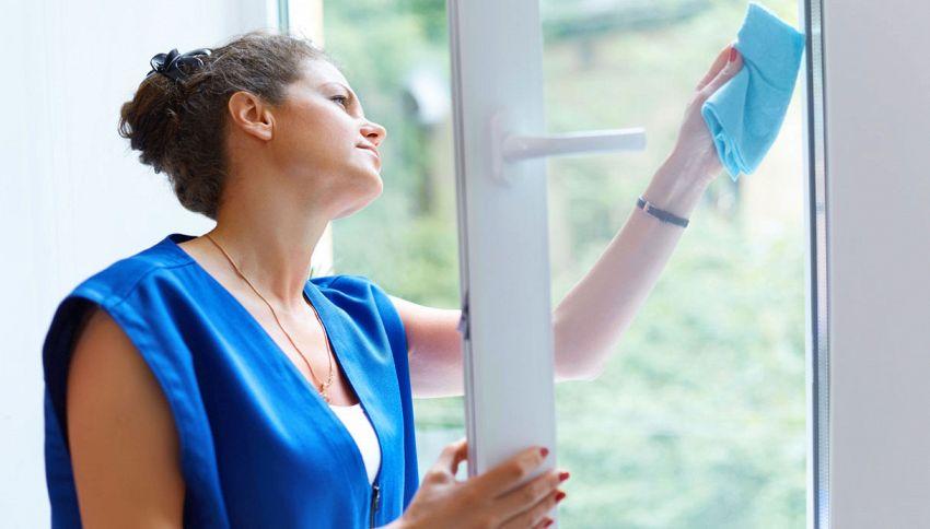 Come pulire i vetri senza lasciare aloni? Usa il borotalco