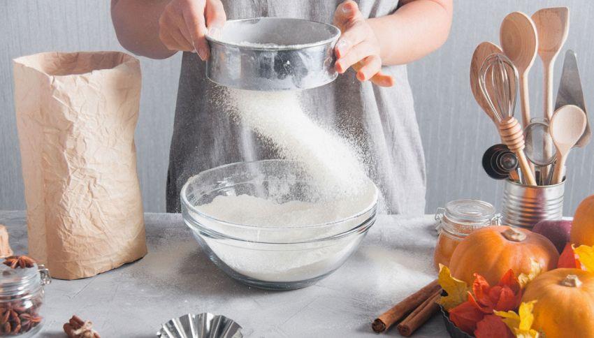 Dolci fatti in casa, non dimenticare di setacciare la farina