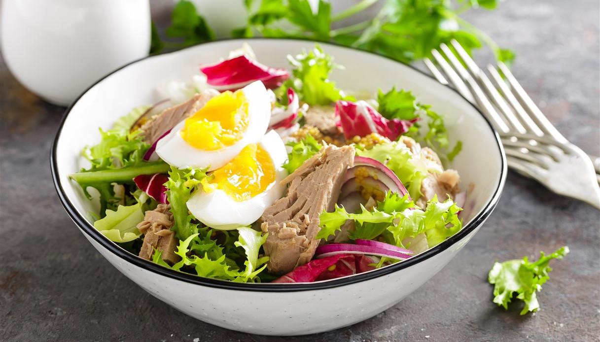 Quando mangi l'insalata non commettere questi errori
