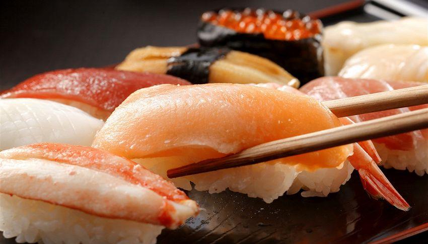 Sashimi, ecco chi non dovrebbe mangiarlo secondo l'esperto