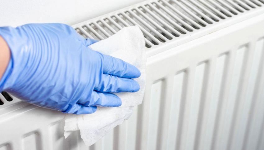 Come pulire i termosifoni in modo perfetto? Usa l'asciugacapelli