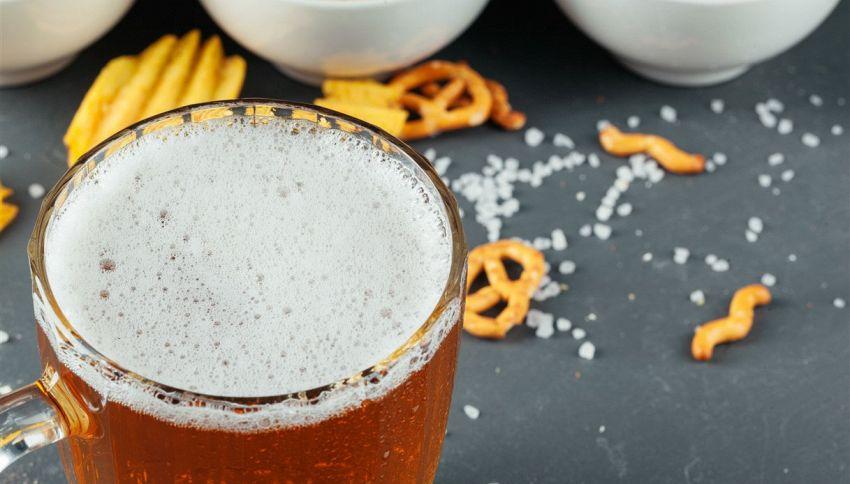 Ecco cosa dovresti mangiare se hai bevuto una birra