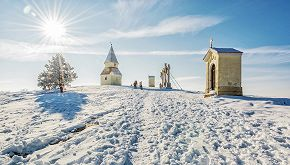 Una statua di neve per insegnare a rispettare l'ambiente