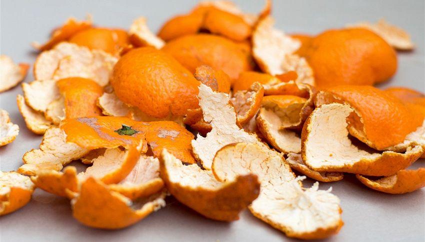 Sgrassatore fai da te con bucce arancia: come prepararlo