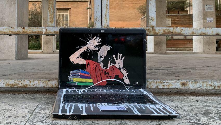 Un'opera di street art a sostegno della ripresa scolastica