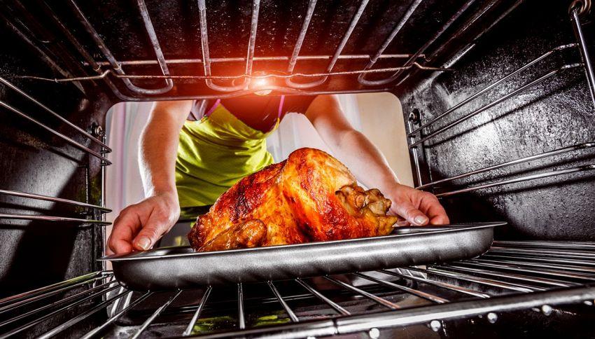 È giusto cucinare il pollo in forno se è ancora congelato?