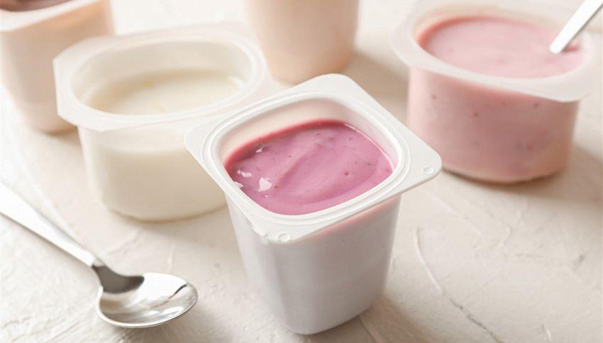 Non buttare lo yogurt scaduto, idee per usarlo non solo in cucina