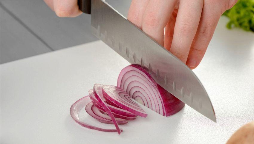 Il modo corretto di tagliare una cipolla