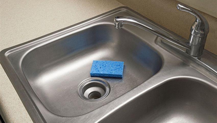 Cattivo odore dallo scarico del lavandino? Usa il collutorio