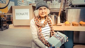 Il sorriso e le parole di una senzatetto commuovono TikTok