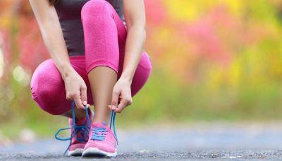 Camminare 10.000 passi al giorno fa davvero bene? Cosa dice la scienza