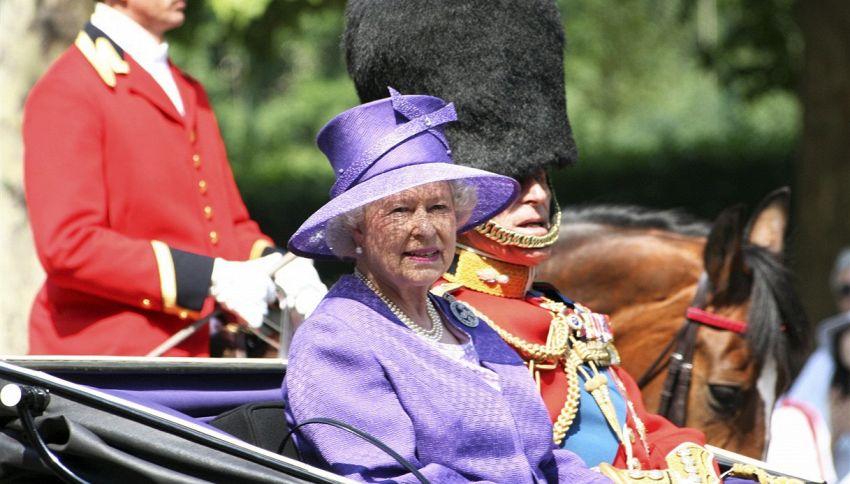 Oggetti nascosti nella torta nuziale della regina Elisabetta