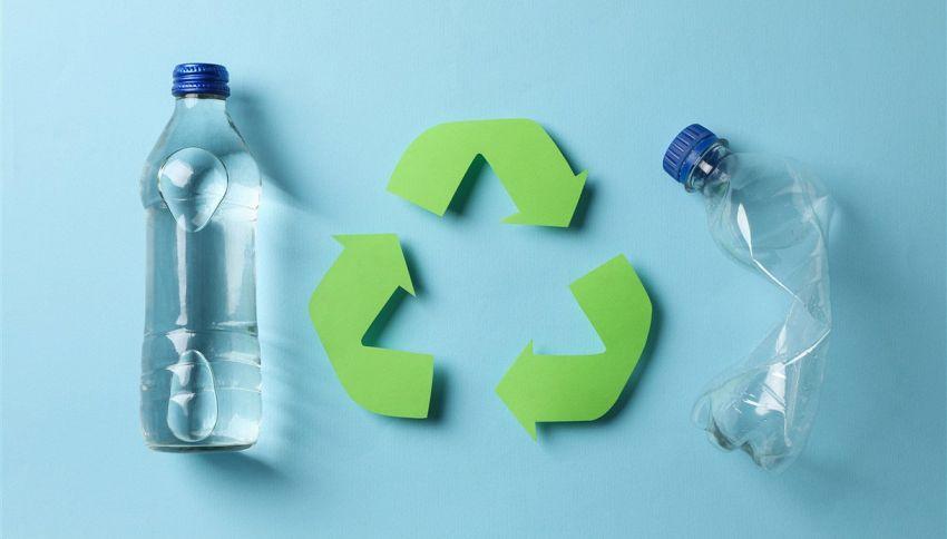Il vero significato del simbolo sulle bottiglie di plastica