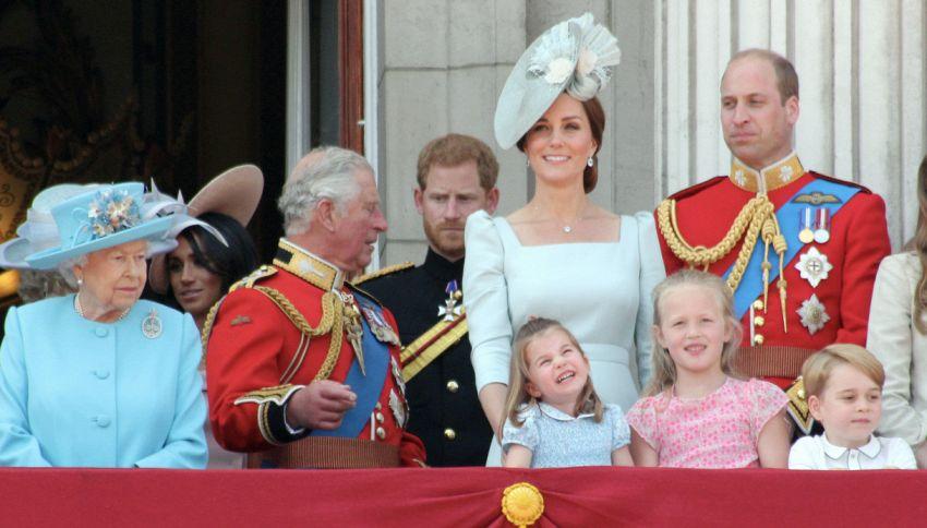 La curiosa regola del fazzoletto della famiglia Reale britannica