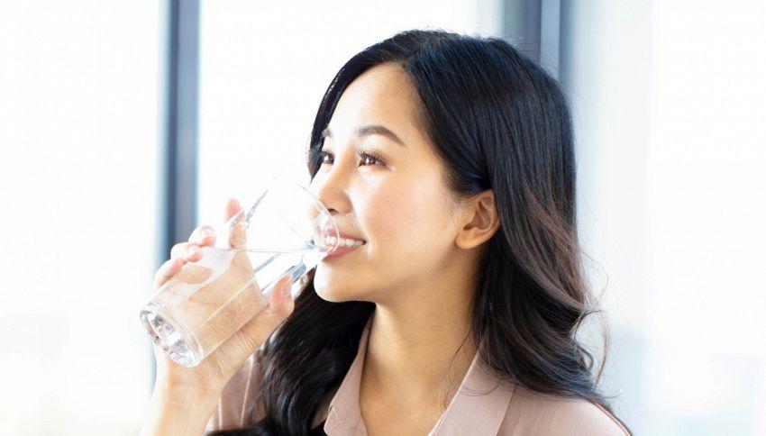 Il lavoro dei sogni: qui ti pagano per bere acqua
