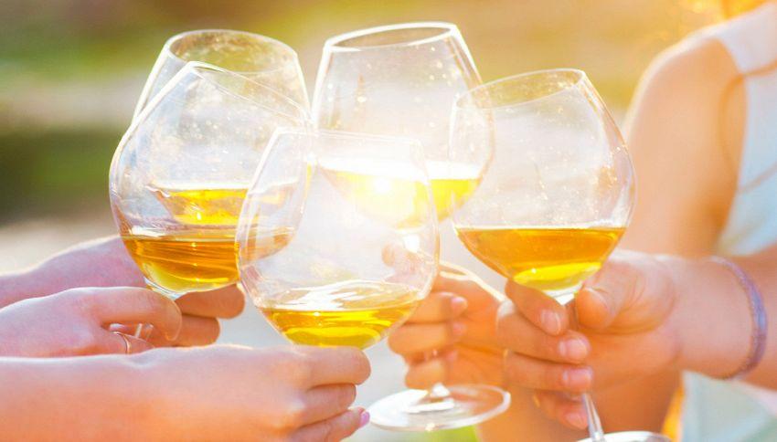 Perché facciamo toccare i bicchieri prima di bere?