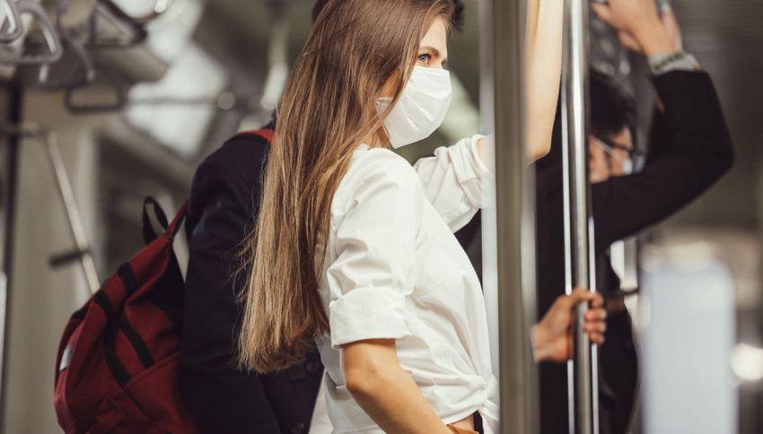 Milano, metropolitana a luci rosse: beccati così davanti a tutti