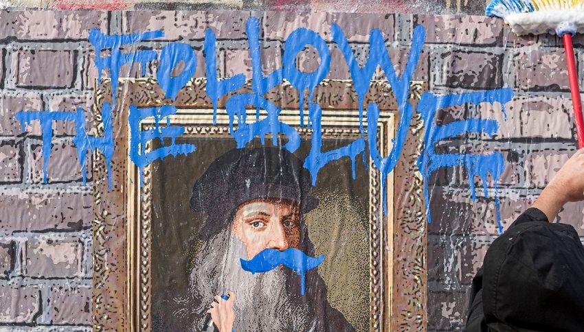 Nel murale di TvBoy Leonardo Da Vinci ha i baffi blu