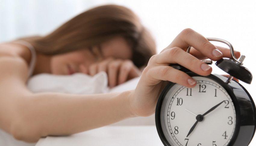 Cosa succede al tuo cervello se dormi meno di sei ore