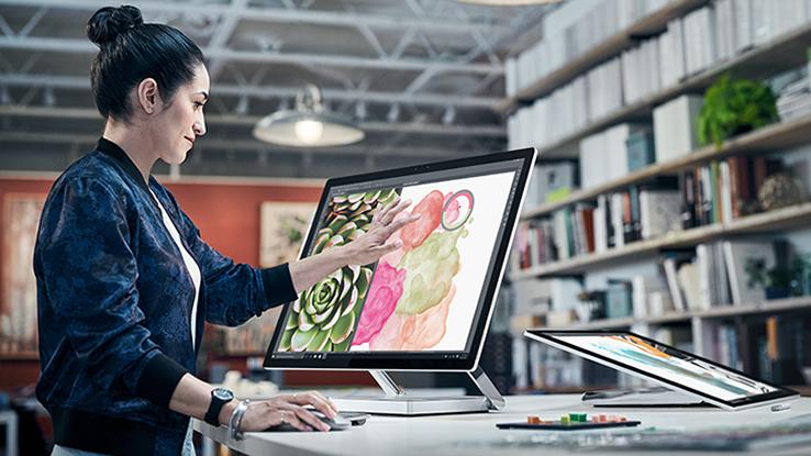 Microsoft sfida Apple: presentato un computer con schermo supersottile