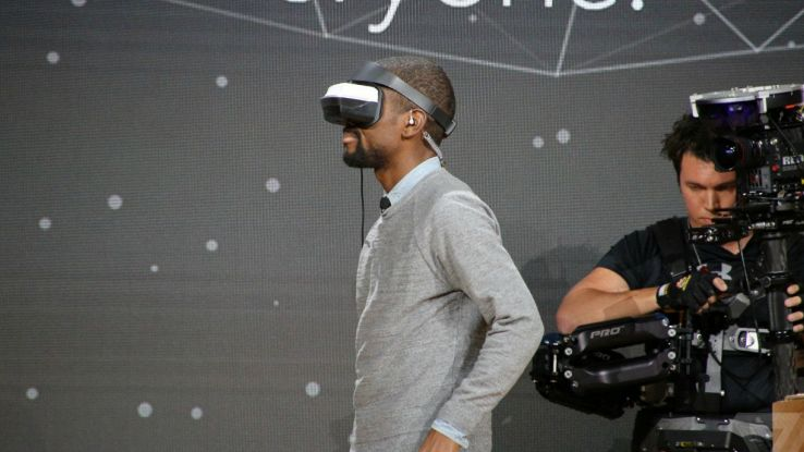 Microsoft svelerà i primi visori VR Windows 10 a dicembre
