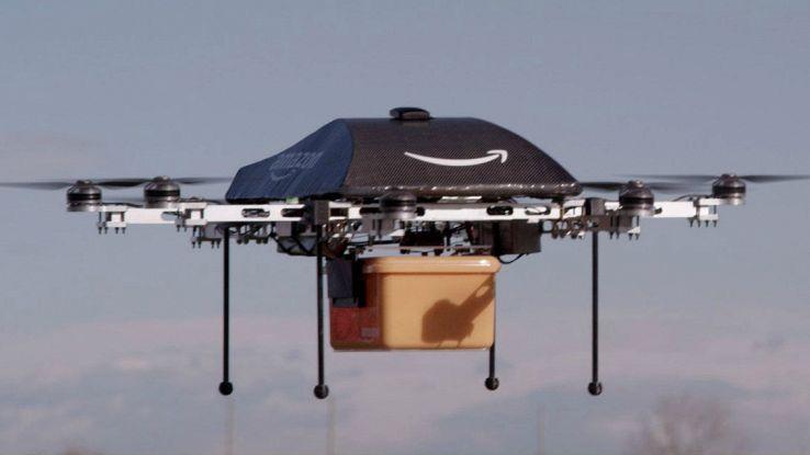amazon brevetta drone tascabile
