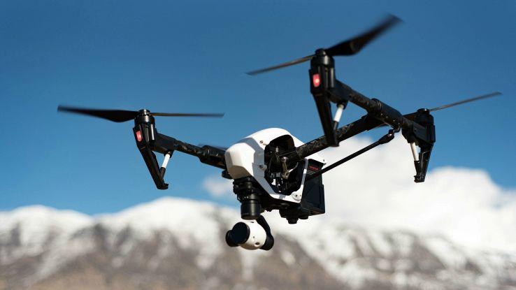 copertina droni con telecamere