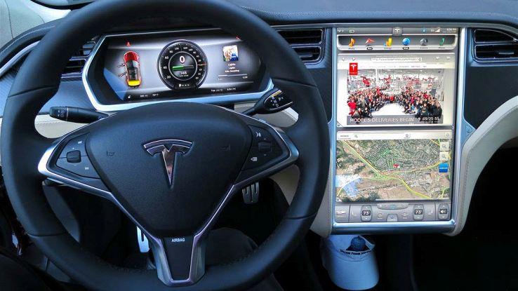 Interni di una Tesla