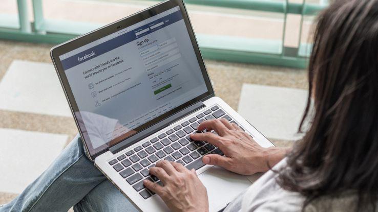 Facebook, per connettersi in sicurezza basterà una chiavetta USB