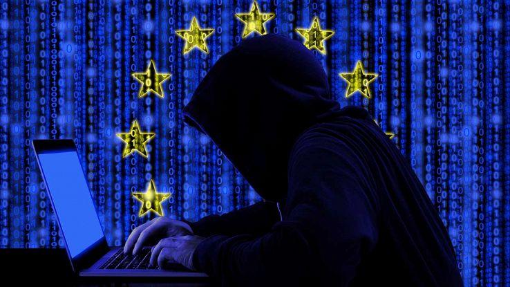 Hacker con sfondo bandiera dell'Europa