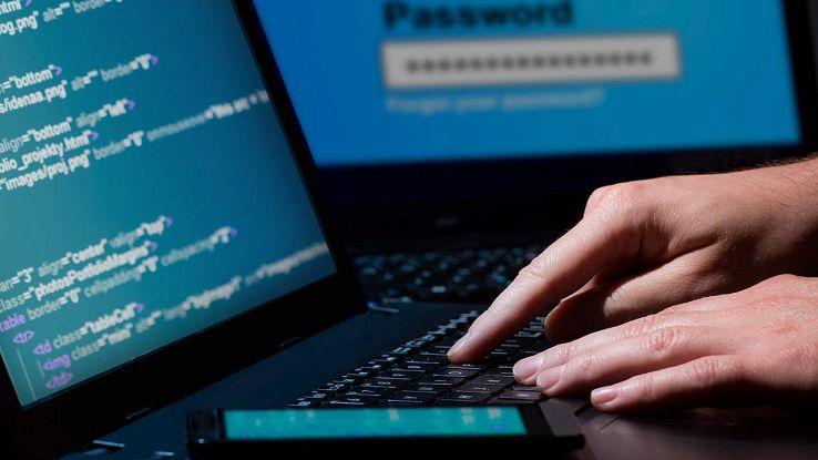 Pirata informatico sfrutta falle per rubare dati