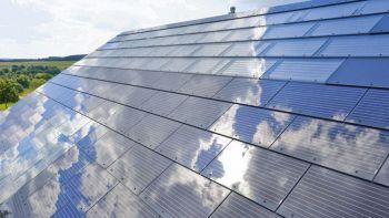 Il tetto solare di Tesla costerà meno di quello normale. Foto