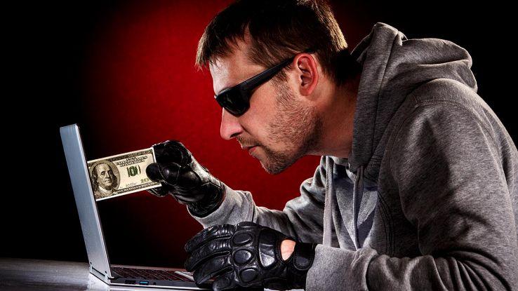 Hacker prende soldi dal monitor del PC