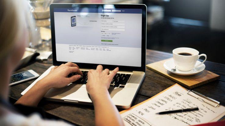 Facebook chiede i feedback agli utenti per fermare le notizie false