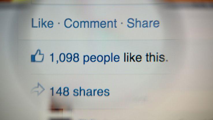 Codacons denuncia Facebook: stop alle recensioni negative di massa
