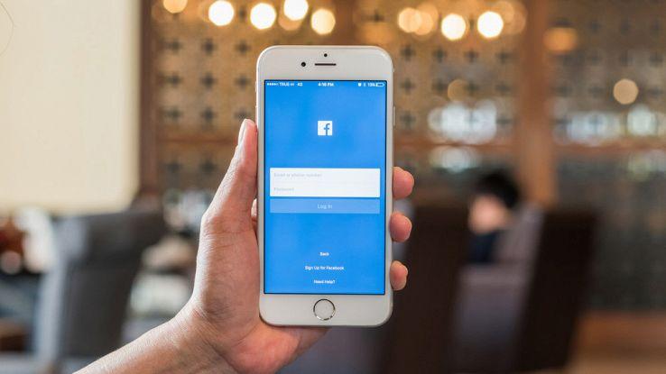 Facebook aggiorna trending topic: guerra alle notizie false