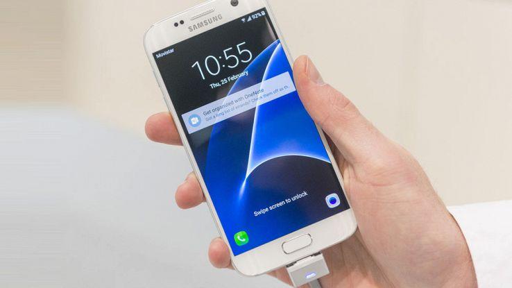 Galaxy S8: Samsung non eliminerà la versione con schermo piatto