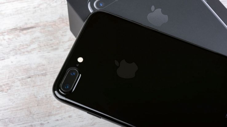 Indiscrezioni iPhone 8: telaio in acciaio inox rivestito in vetro