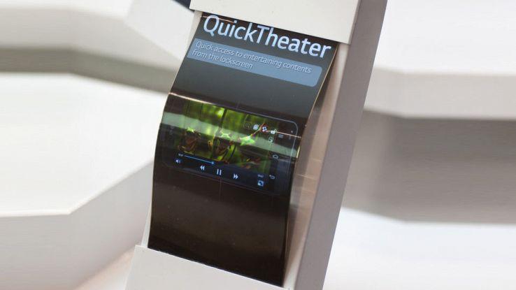 Samsung, lo smartphone che si piega arriva nell'estate del 2017