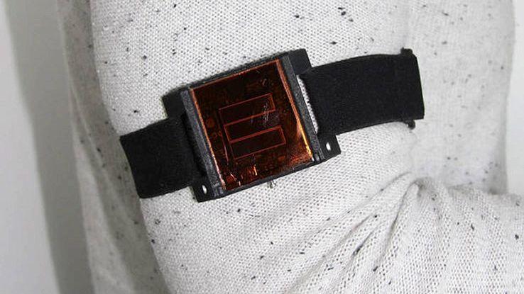 Il pannello solare da indossare per ricaricare i dispositivi medici impiantabili