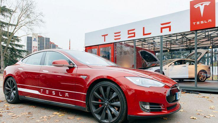 Tesla fa acquisti in Apple, ma non si tratta di smartphone